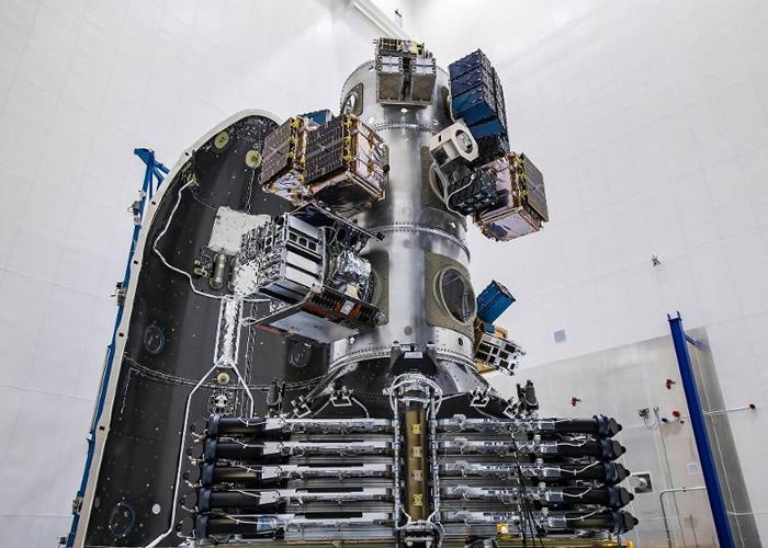 SpaceX破世界纪录一次送143枚人造卫星上太空