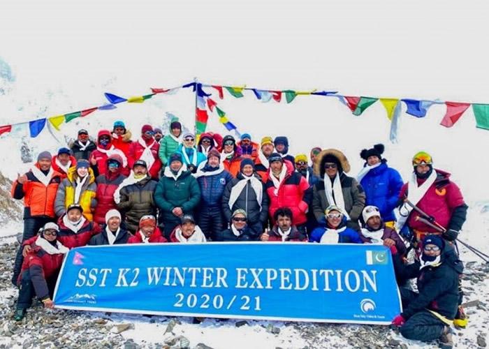 尼泊尔登山队冬季征服世界第二高峰乔戈里峰写下历史 凯旋回归获夹道欢迎