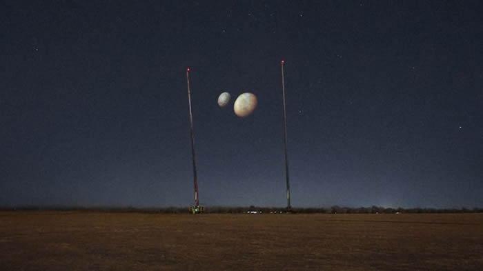 """阿联酋庆祝""""希望""""号成功进入火星轨道 将两颗火星卫星火卫一和火卫二投射到迪拜空中"""