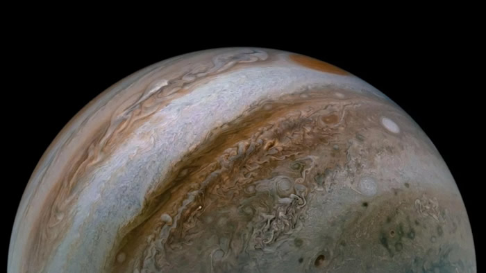 NASA朱诺号航天器再次展示风暴木星令人难忘的景象