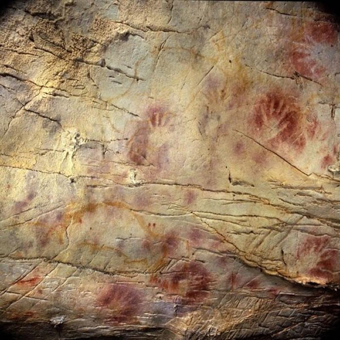 4.2万年前地球磁场反转时 引发了环境重大变化、灭绝事件及人类行为的长期改变