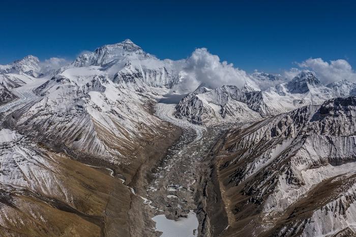 中国、尼泊尔共同宣布珠穆朗玛峰增高86公分 新高度是海拔8848.86公尺