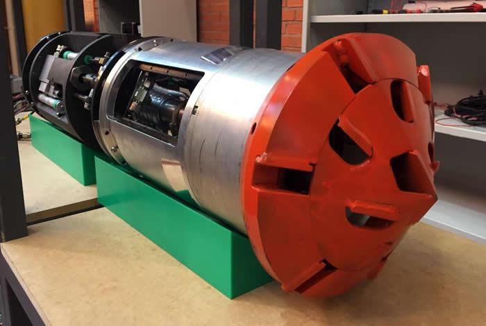Badger, 是一台由一个钻头,两个固定模块以及两个推进和操纵模块组成的三米长的钻孔机器人。