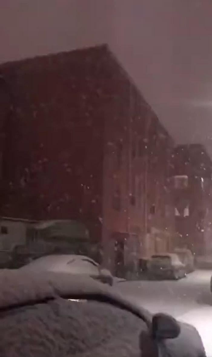 """河南省郑州市出现""""雷打雪""""现象:在下雪天里打雷"""