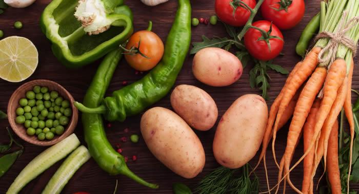 内科医生:胃肠道糜烂或溃疡性疾病的人不宜生吃任何蔬菜