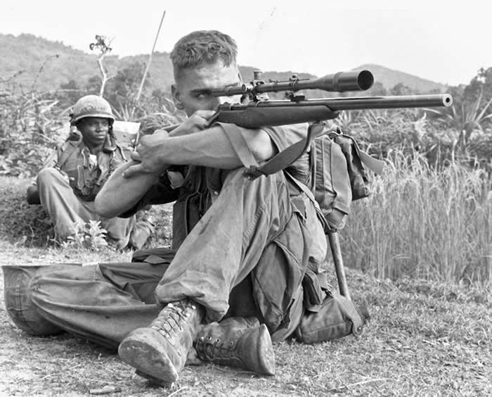 """越战中北越女狙击手""""女阿帕契人""""蹲着撒尿暴露 被美军""""白羽""""Carlos Hathcock狙杀"""