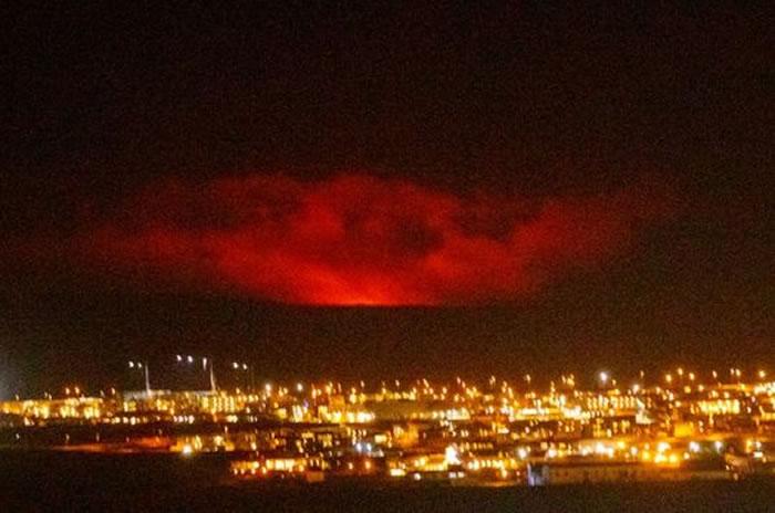 冰岛因雷克雅内斯半岛火山爆发发布红色航空预警