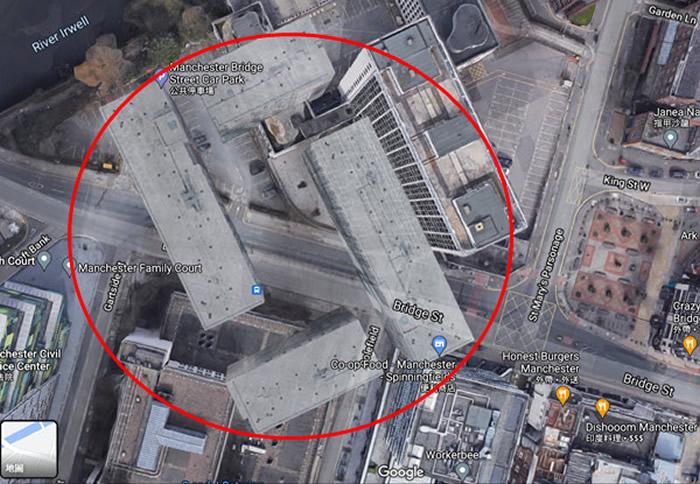 """英国网友使用Google地图时发现4栋半透明嵌入街景的诡异""""幽灵大楼"""""""