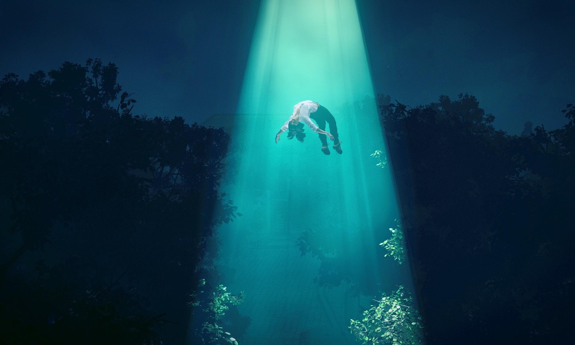 美国男子称遭外星人绑架并将他送回家 女友目睹他飘浮在空中
