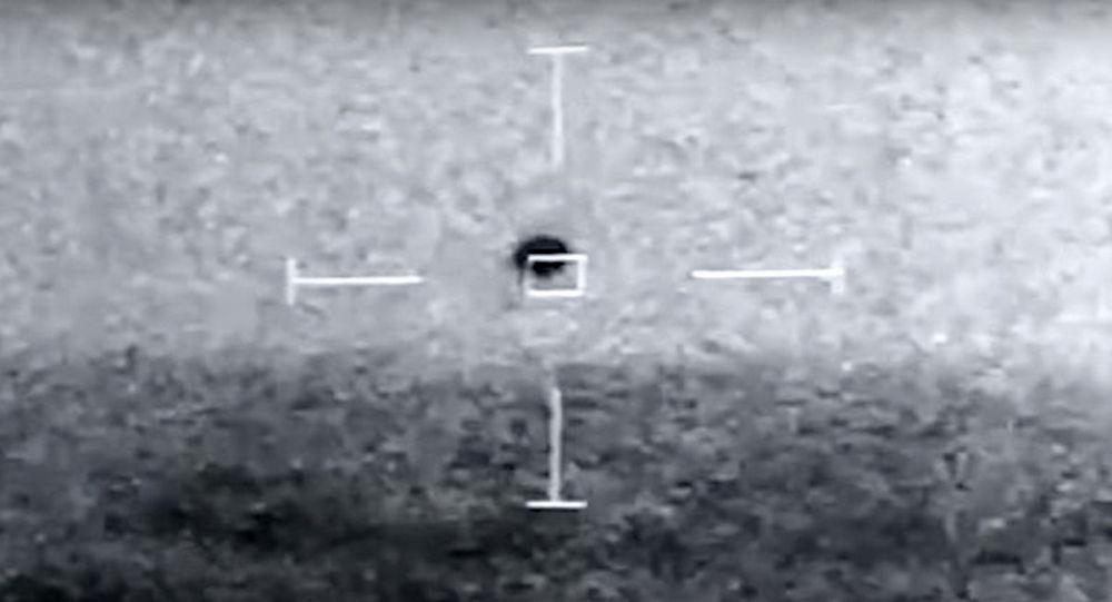 视频捕捉到在美国海军眼前坠入大海的神秘UFO不明飞行物