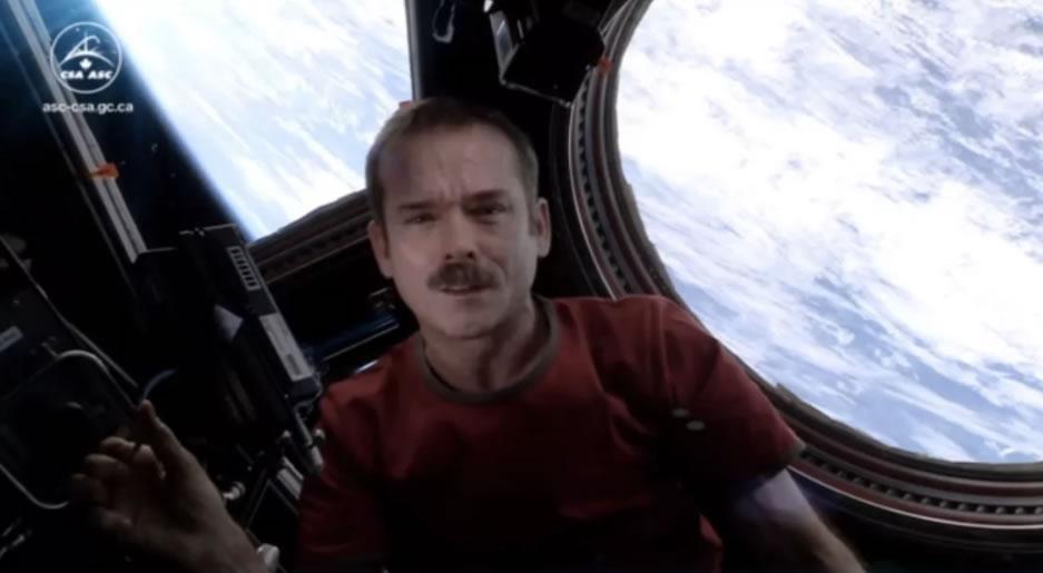 """国际空间站前加拿大宇航员Chris Hadfield称有关外星UFO的炒作是""""愚蠢的"""""""