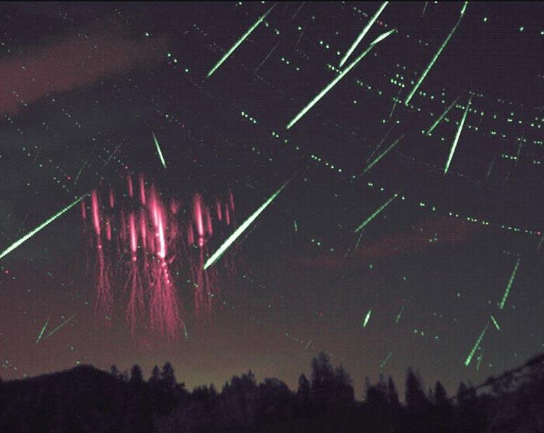 捷克共和国Nydek附近乡村的Sprites现象和英仙座流星雨