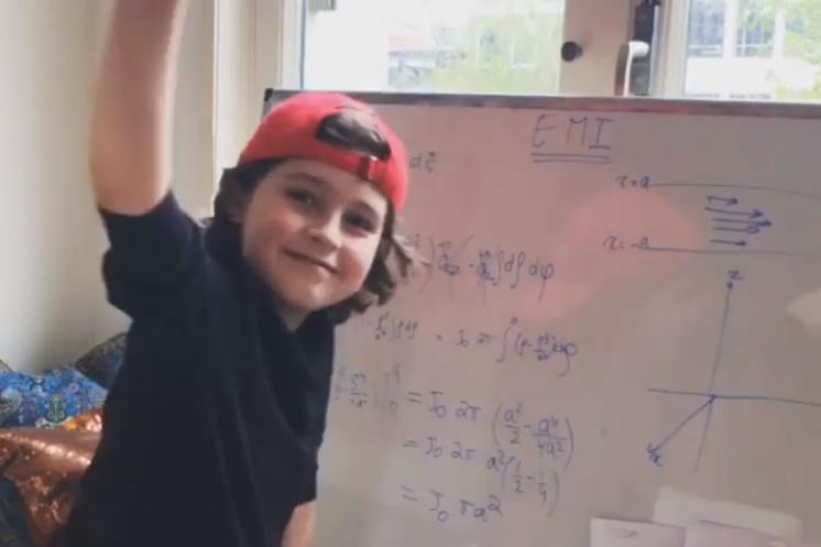比利时神童西蒙Laurent Simons11岁取得安特卫普大学物理学学士学位