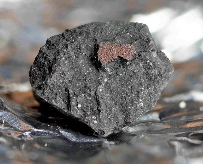 落在英国的45亿年前陨石Winchcombe可能有助于揭开地球生命的秘密