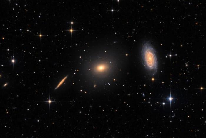 宇宙学家认为占宇宙质量80%以上的暗物质可以相互作用
