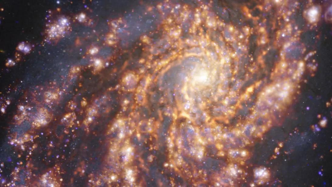 """""""宇宙烟花"""":哈勃望远镜拍摄的附近星系新图像"""