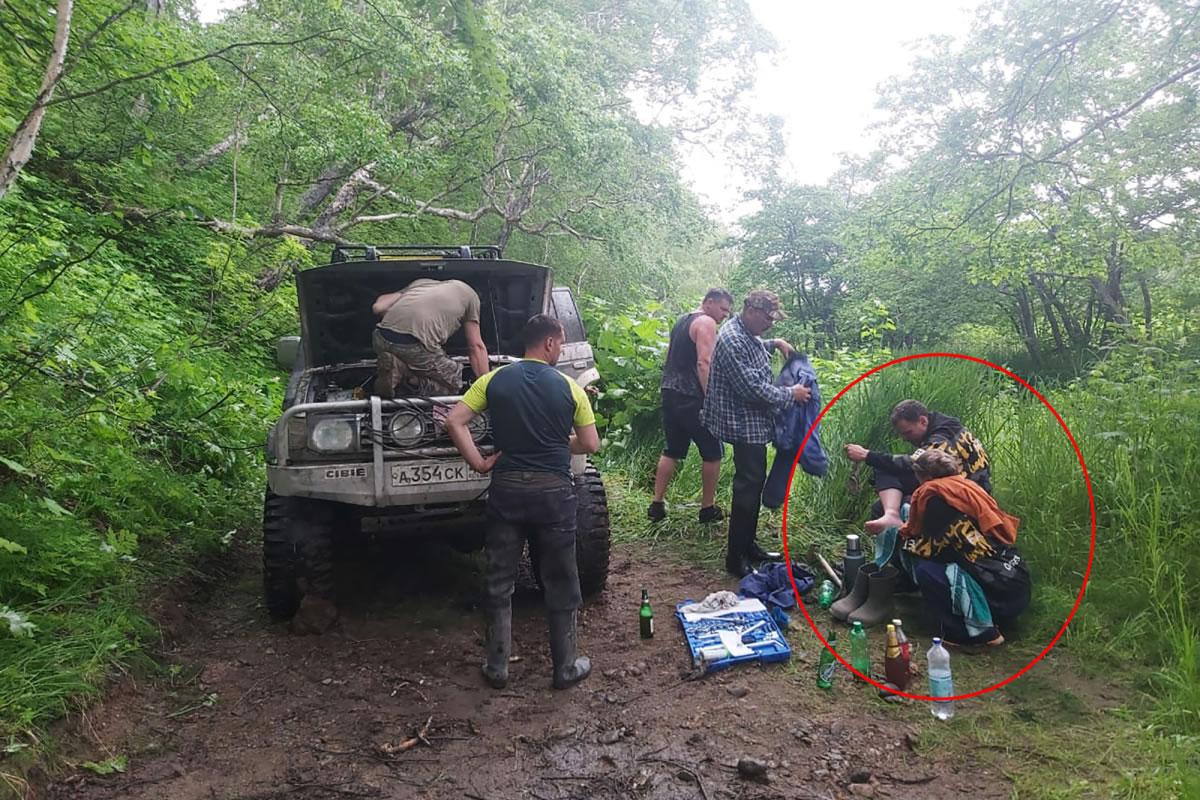 俄罗斯一对夫妻森林中被饥饿野熊追杀 困树上不吃不喝10天奇迹逃死