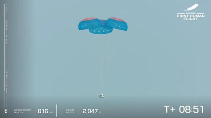 世界首富亚马逊创始人贝佐斯搭乘新雪帕德火箭成太空飞行返回地面