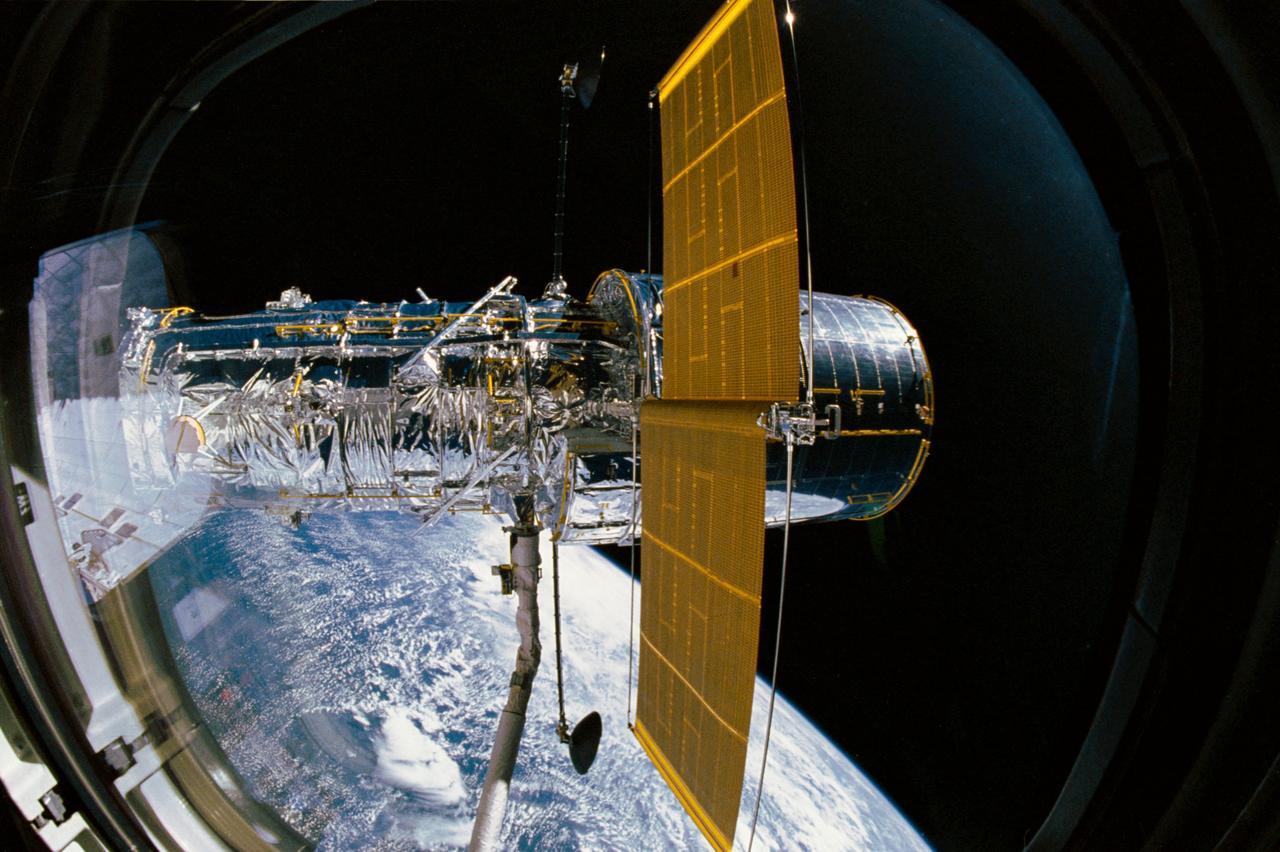 美国宇航局(NASA)让哈勃太空望远镜恢复工作并分享遥远星系的最新图像