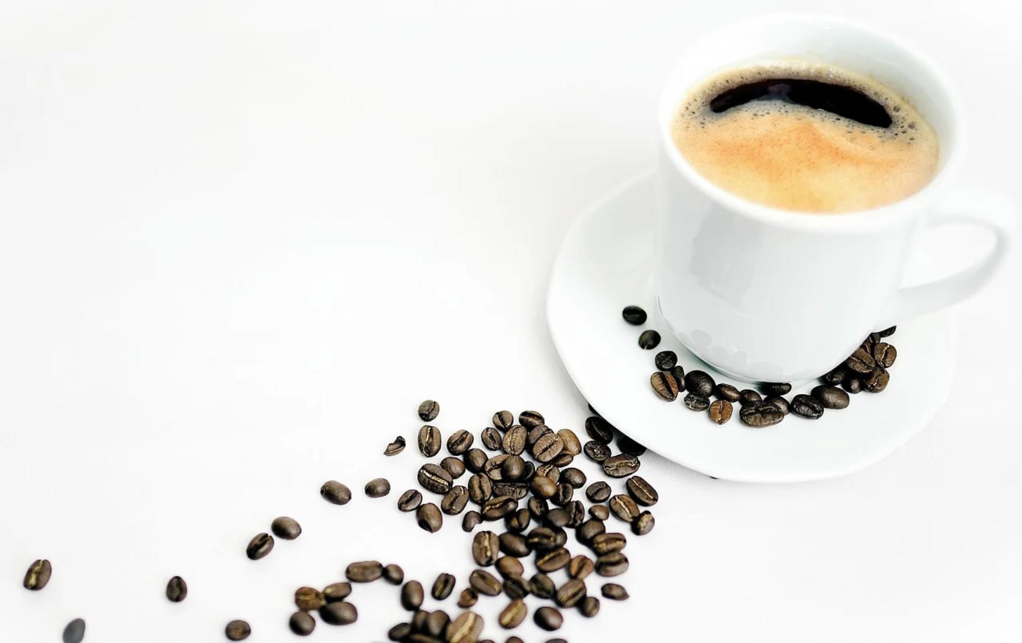 调查发现没有证据表明适量饮用咖啡会导致心律失常 可能还具有消炎益处