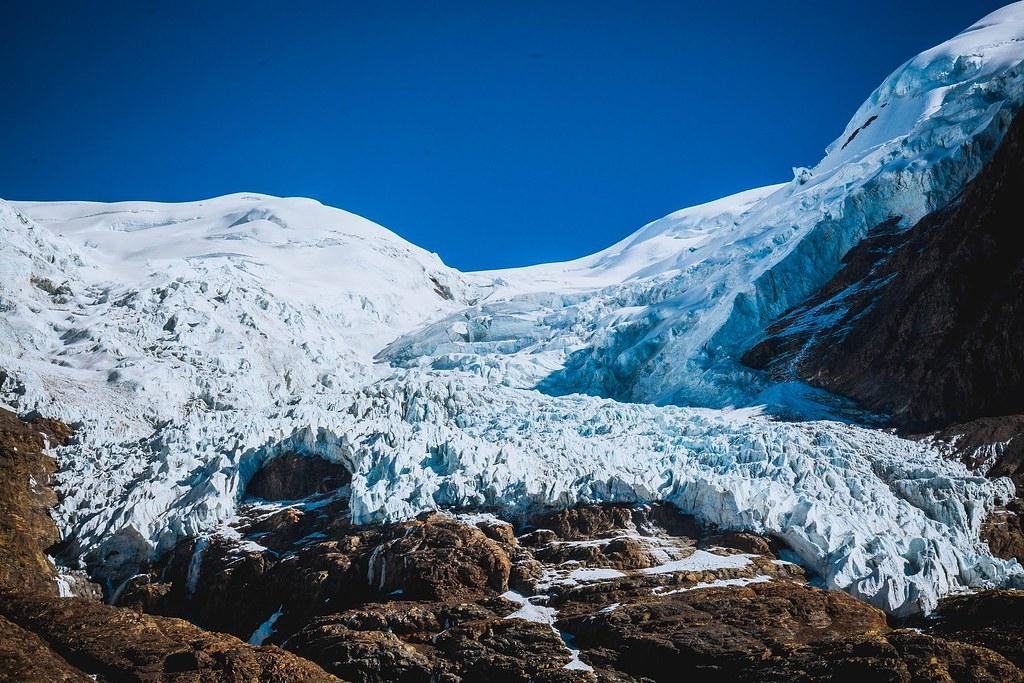 来自青藏高原冰河的冰芯发现1万5000年前的古老病毒