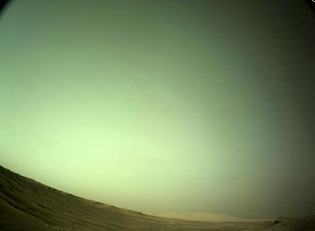 NASA毅力号火星车拍摄到火卫二Deimos图像