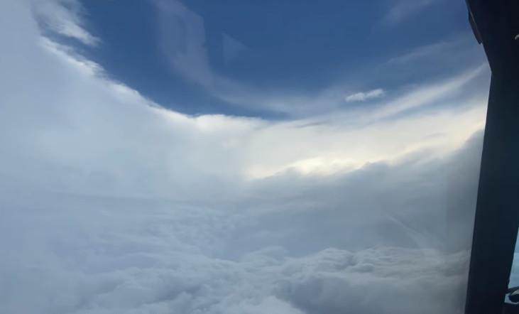 美国国家海洋暨大气总署WP-3D猎户座气象侦察机飞入艾达飓风眼拍下震撼影像