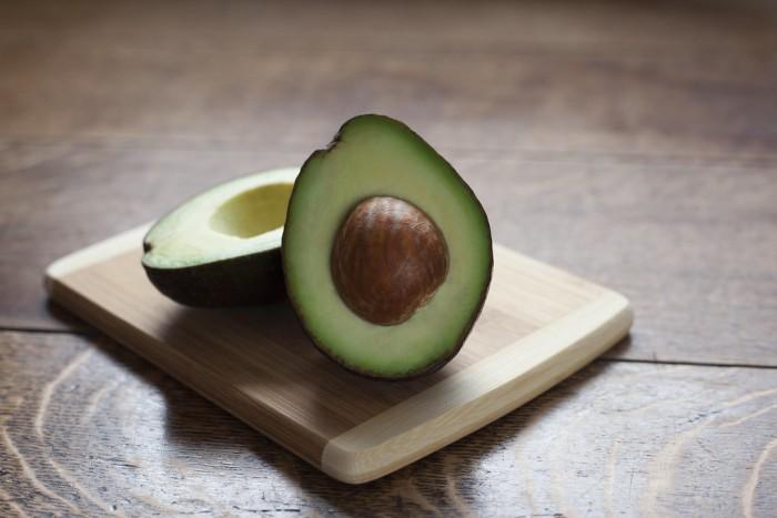 研究显示每天吃一个牛油果会引发腹部脂肪的重新分布 但只适用于女性