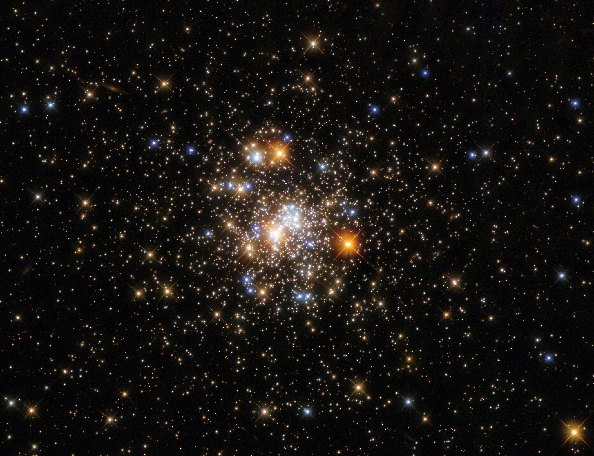 哈勃太空望远镜拍摄的人马座球状星团NGC 6717