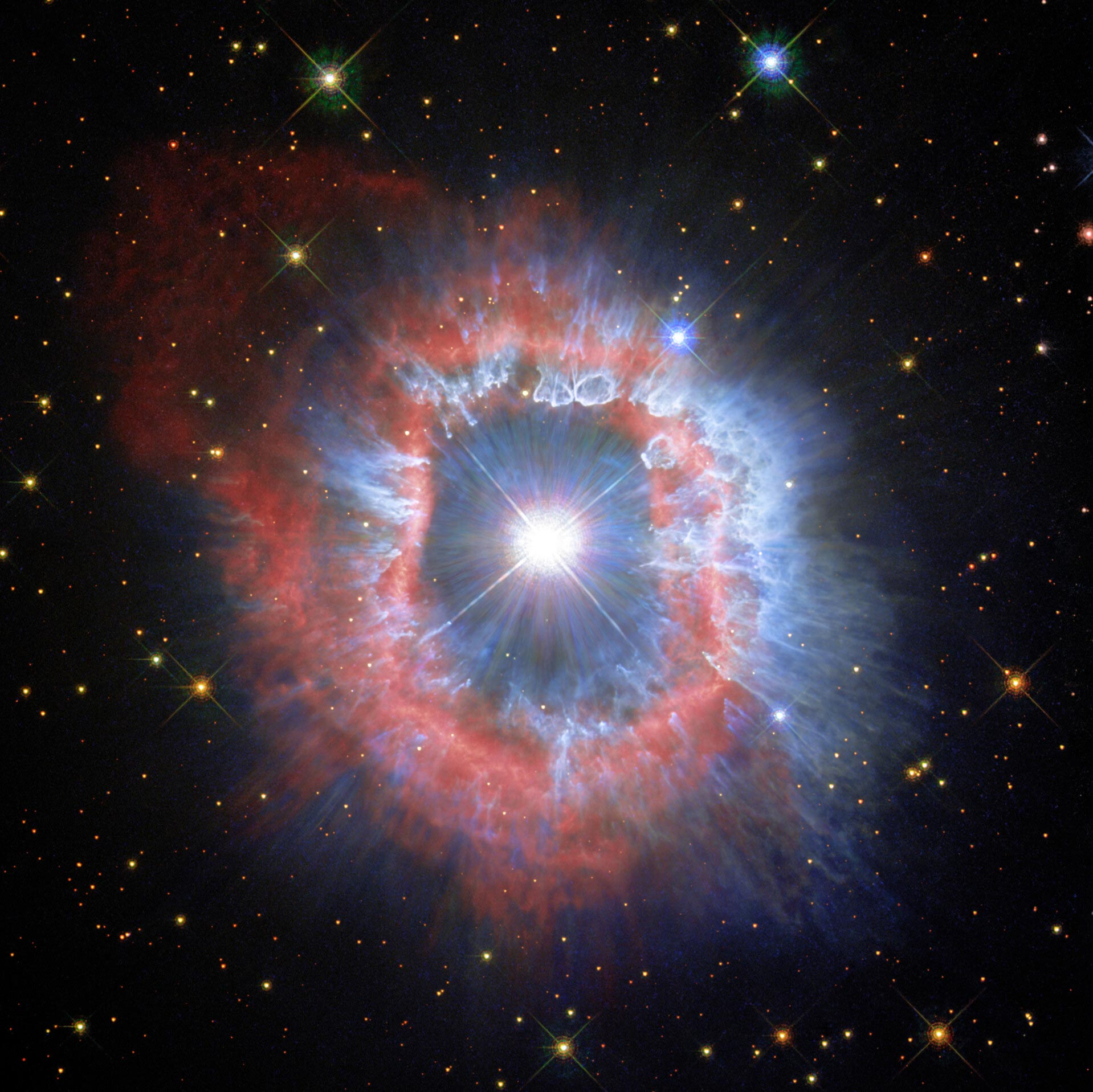 哈勃太空望远镜捕捉到巨型怪兽恒星船底座AG的最后表现