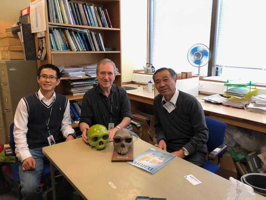 倪喜军(左)、Chris Stringer(中)和季强在一起 图/受访者提供