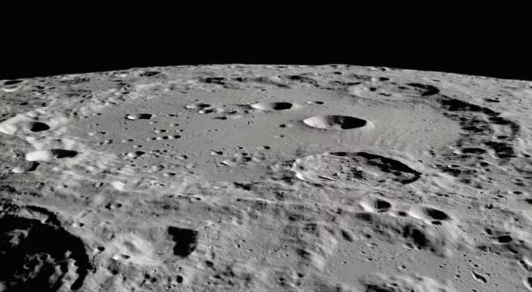 一些原始的撞击可能是塑造月球较大地貌特征的原因