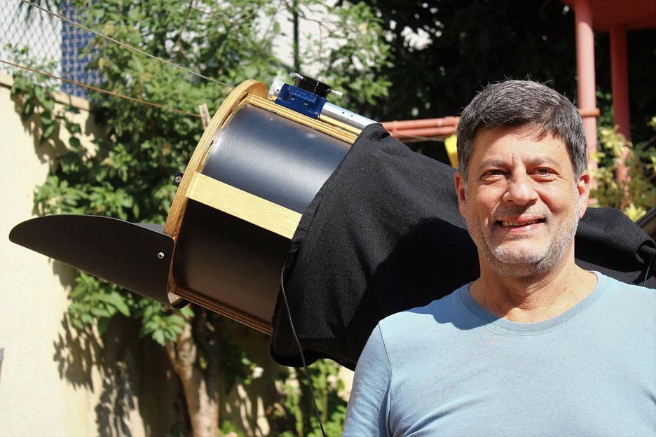 巴西业余天文学家José Luis Pereira拍摄到小行星撞击木星发出的亮光