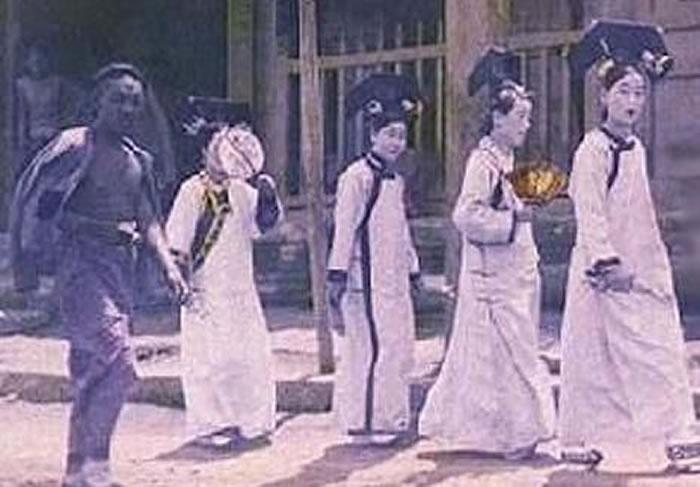 1992年故宫游客集体撞邪事件?目睹身穿清朝服装宫女走过紫禁城红墙
