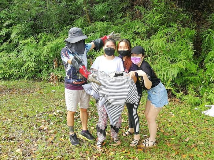 """马来西亚发生野生猕猴""""绑架""""小奶狗奇闻"""